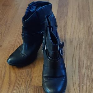 Simply Vera black ankle boots